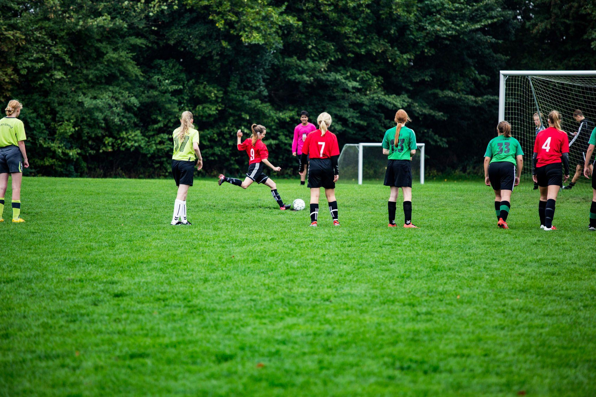 Efterskole med pigefodbold